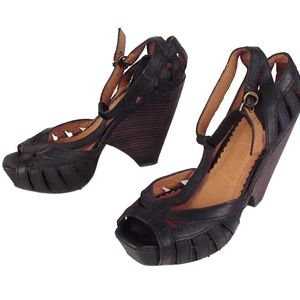 LUCKY BRAND 7 M Black T Strap platform wedge Heels